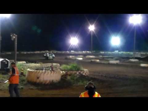 Doug Pitzer #22 Heat 2 4-Cyl Bombers 5/6/17 Paradise Speedway Maui