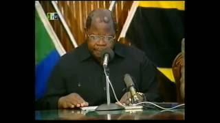 Benjamen William Mkapa alipokuwa akitangaza Msiba wa Baba wa Taifa Mwalimu Julias Kambarage  Nyerere