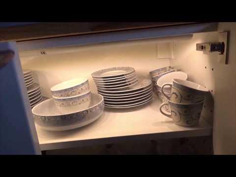 METOD Küchenmöbel als Esszimmer Schrank mit Beleuchtung Buchenplatte und Versenksteckdose