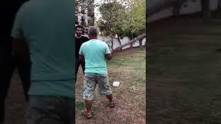 Maltepe'de bir şahıs, babasını ısırdığı iddiasıyla parkta bulunan sokak köpeğine kalasla saldırdı.