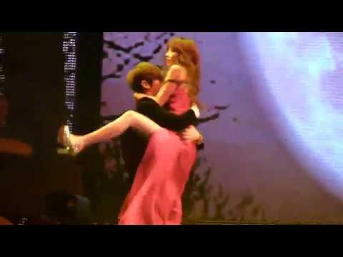 111129 Hyunseung & Hyuna Trouble Maker Kiss! @ MAMA