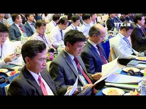 PM attends investment conference in Hanoi