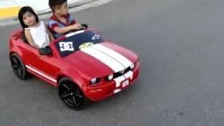 Spacy.Tv - Мальчик и девочка катаются на машинке(На сайте http://spacy.tv/ много отобранных видео приколов которые не дадут вам скучать., 2011-06-09T18:30:38.000Z)
