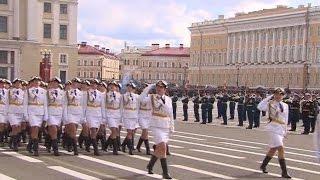 Парад Победы 2017 на Дворцовой площади в Санкт-Петербурге