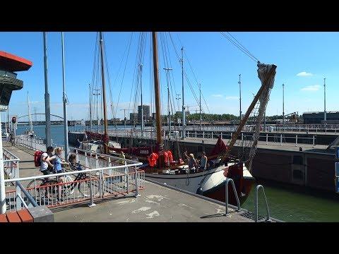 Boating in Amsterdam: de Oranjesluizen bij Schellingwoude