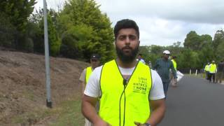 Ahmadi Muslims help clean up Australia