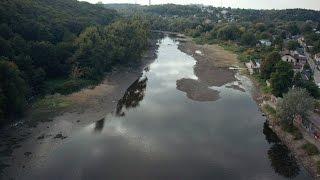 В Житомире река Тетерев рекордно обмелела - гуляем пешком прямо по дну!