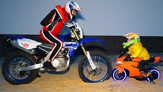 ПАПА или ТИША?Tisha and DADY ride  motorcycles and stuck in the ground.