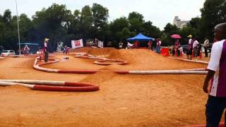 RC Buggy racing by Note 3
