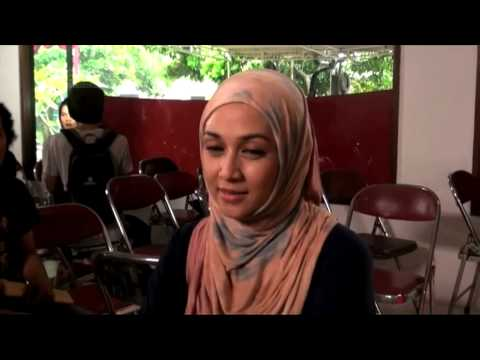 Berhijab, Dina Lorenza Tak Takut Rezeki Putus