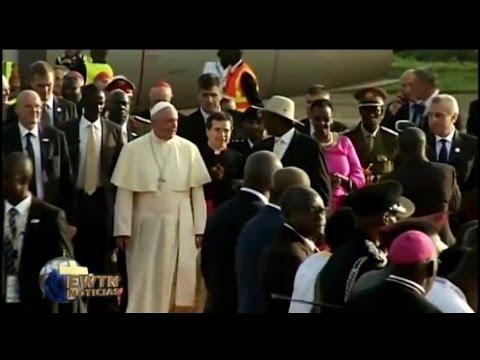 Ceremonia de bienvenida a Entebbe, en Uganda