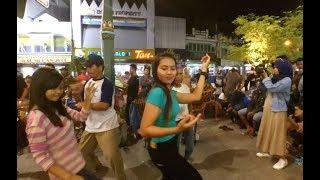INTAN Dancer Cantik Malioboro Goyang PIKIR KERI Angklung Carehal