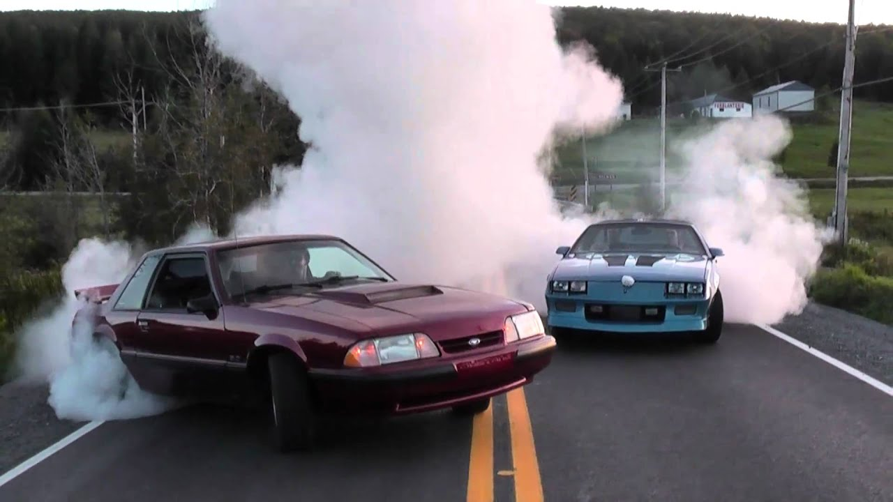 Camaro Mustang Burnout Youtube