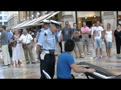 Street piano in Milan with policemen/ミラノで路上演奏そして警察も…