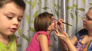 VLOG. Children.Аqua makeup. Рисуем на лице бабочку. Draw a butterfly on her face.(Рисуем на лице бабочку при помощи специальных красок для лица. Drawing on his face butterfly with special colors for the face. JOIN..., 2015-12-23T06:27:53.000Z)