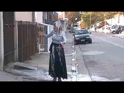 Que nojo! Pedestres são atingidos por cocô de pomba na cabeça