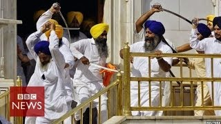 Sikh groups clash with swords at India's Golden Temple - BBC News