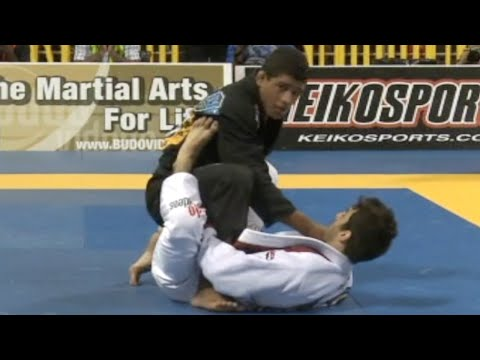 "Gilbert ""Durinho"" Burns VS Lucas Lepri / World Championship 2011"