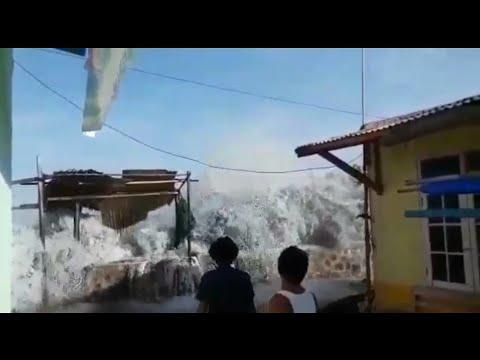 DETIK DETIK AIR LAUT LOMBOK MELUAP PANTAI AMPENA