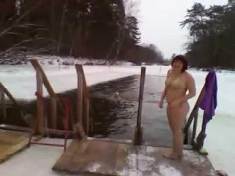 Как купается моя тетя видео #8