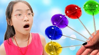 Esma and Mini pretend play with Fruit Lollipops