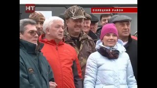 Александр Коровников вместе с губернатором области помог в сборе урожая