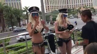 the most EPIC SAVAGE walk down Las Vegas Strip 🤣