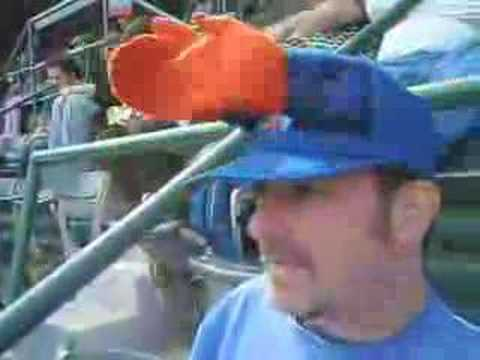 Mets Fan With Crazy Clapping Hands Hat Youtube
