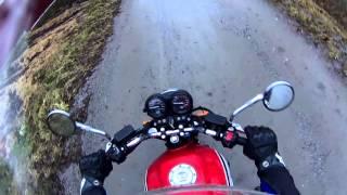 прохват под дождем путешествия на мотоцикле