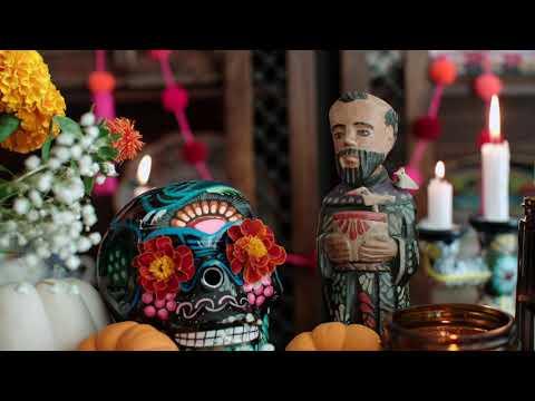 """Día de los Muertos How to Build an Altar or """"Ofrenda"""""""