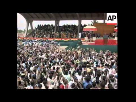 GHANA: THOUSANDS TURN OUT TO WELCOME US PRESIDENT CLINTON