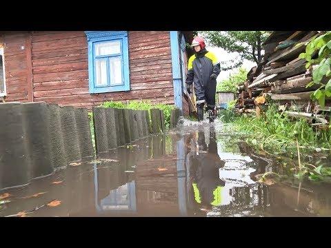 Последствия проливных дождей в Пинске -  из дворов пинчан откачивают воду