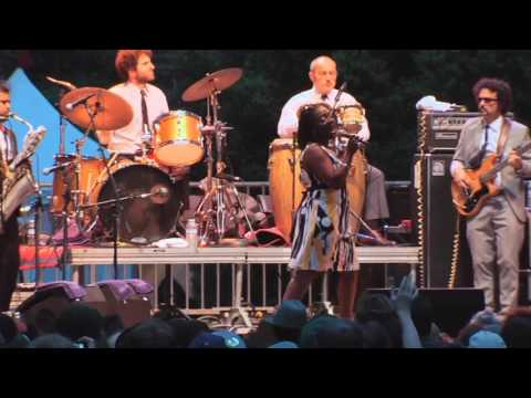 """Sharon Jones (1956 - 2016) - """"And The Game Gets Old"""" w/ The Dap-Kings @ Hardly Strictly Bluegrass 10"""