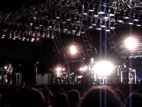 nine inch nails - the hand that feeds (live@istanbul)