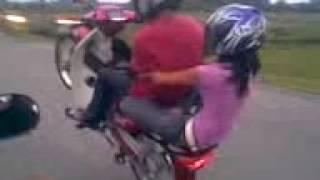 Download Video Gadis desa gokil MP3 3GP MP4