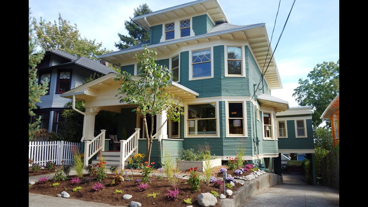 1908 Vintage American Foursquare Craftsman Home in Seattle