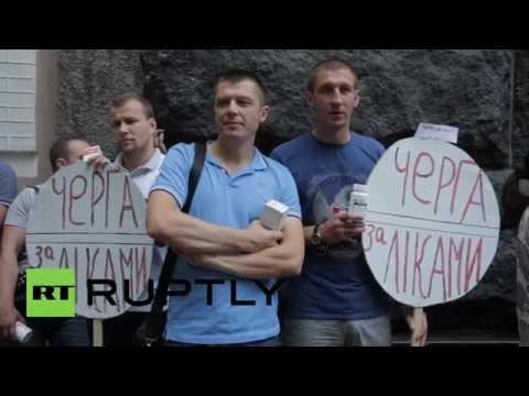 Ukraine: Patients form queue to protest Kiev's HIV/AIDS policy