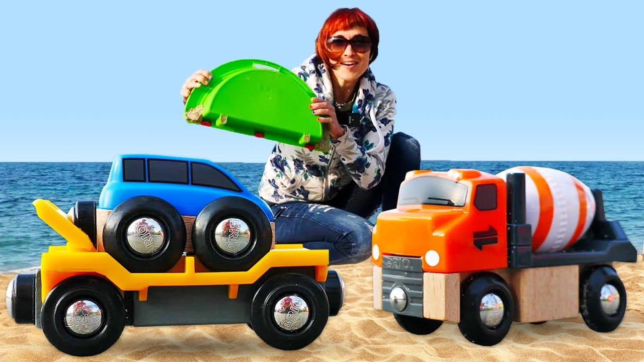 Машинки Brio на пляже - Развивающее видео и Маша Капуки - Новая серия игры в машинки