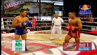 Khmer Boxing on Bayon TV on 10 Nov 2013 Lon Sokheng VS Roung Sophorn