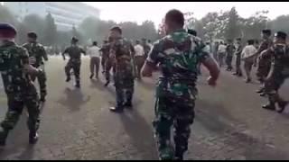 Армия танцует БУЙ.. БУЙ.. БУЙ..