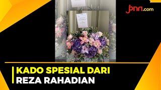Ultah, Prilly Latuconsina Dapat Kiriman Bunga Spesial dari Reza Rahadian - JPNN.com