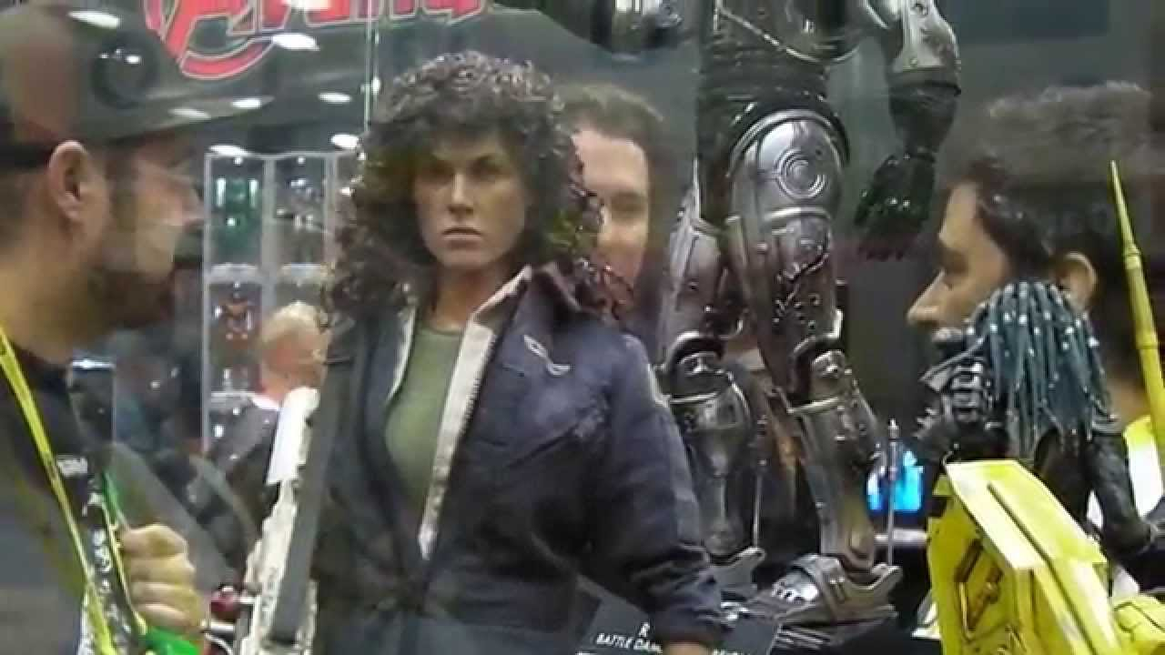 Movie Reviews And More San Diego Comic: SAN DIEGO COMIC CON 2014 HOT TOYS 1/6 ALIEN RIPLEY