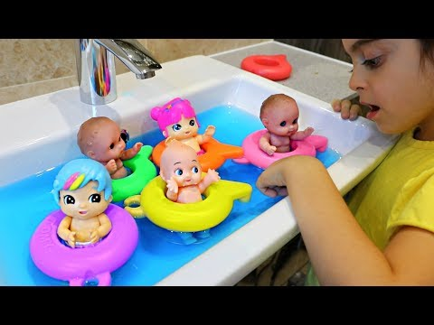 Babies Swimming in the Sink -Water Colour Changing