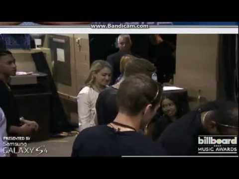 Justin Bieber and Selena Gomez KISS Backstage At The Billboard Music Awards 2013