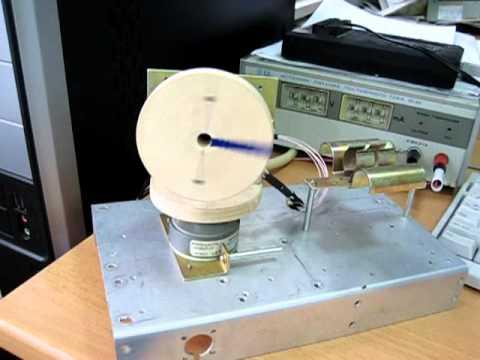 Шаговый двигатель от принтера.