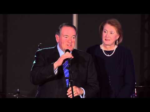 Mike Huckabee suspends presidential campaign