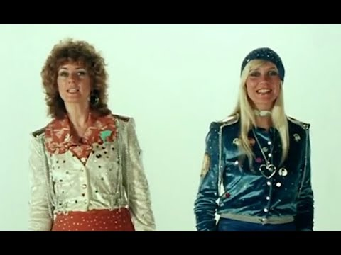 Mannen vs vrouwen: Hoe goed kent de Mamma Mia-cast ABBA-hits?