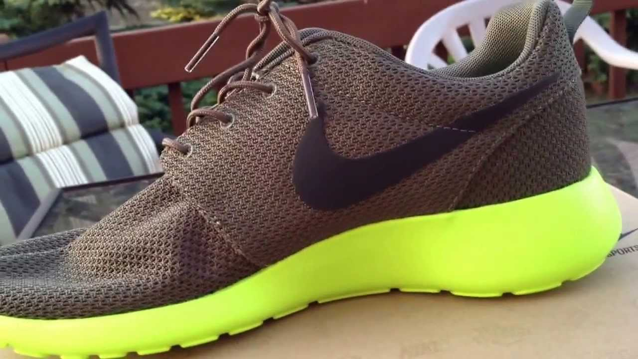 cheap for discount 5cc3e 17676 Nike roshe run. (Tarp green, deep smoke, volt) - YouTube
