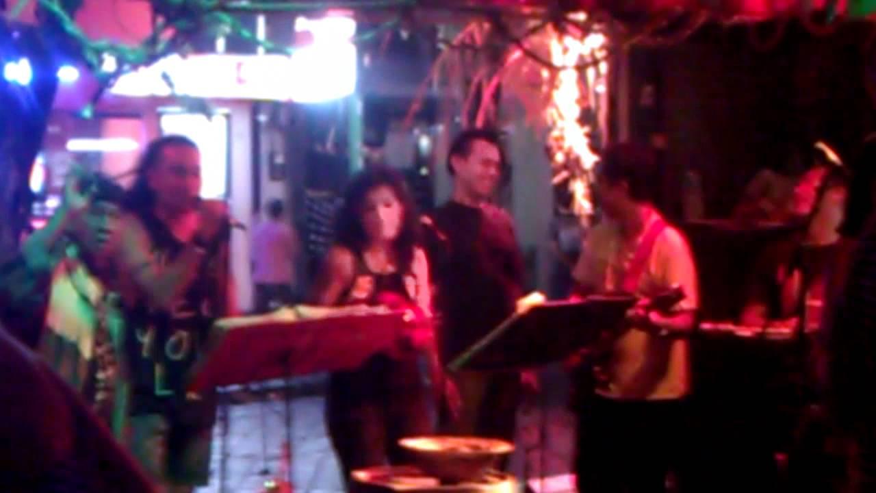 Ratu sings 'Stairway to Heaven' at Espresso bar on Legian