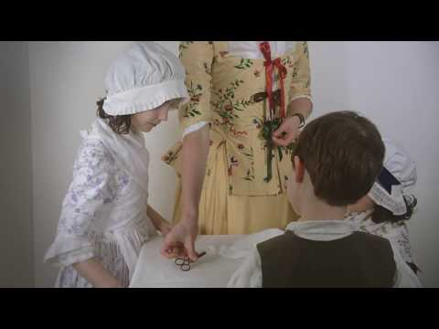 Getting dressed in the 18th century - pockets